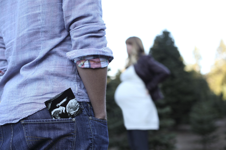 Outdoor Pregnancy Photo Shoot Ideas